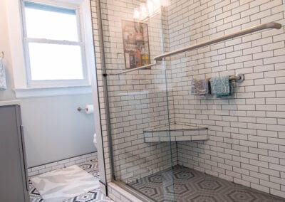 Patterned and Glass Bathroom Modeling
